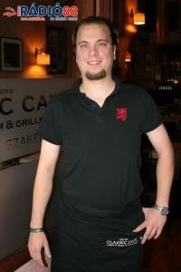Pavlovics Illés - Classic Café - felszolgáló
